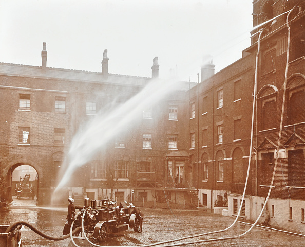 Hose「Firemen Demonstrating Hoses Worked By A Petrol Motor Pump, London Fire Brigade Headquarters, 1909」:写真・画像(9)[壁紙.com]