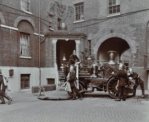 Hose「Firemen Demonstrating Motor Steamer Hoses, London Fire Brigade Headquarters, London, 1910」:写真・画像(8)[壁紙.com]