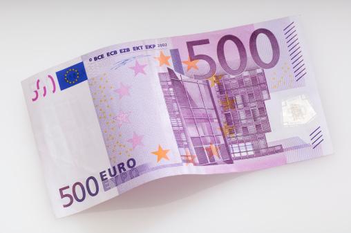 Paying「Bent fivehundret Euro banknote」:スマホ壁紙(7)