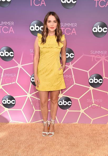 Yellow Dress「ABC's TCA Summer Press Tour Carpet Event - Arrivals」:写真・画像(14)[壁紙.com]