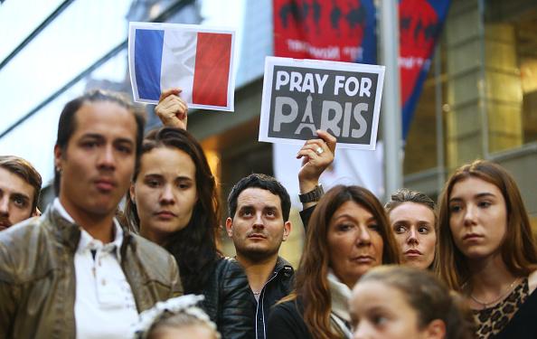 Daniel Munoz「Vigil Held In Sydney For Victims Of Paris Terror Attacks」:写真・画像(6)[壁紙.com]