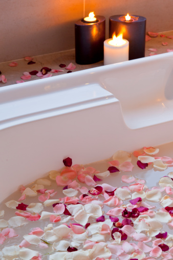 flower「Hot tub with flower petals and candles」:スマホ壁紙(6)