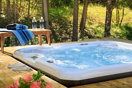 Hot Tub「Hot Tub with Wood View」:スマホ壁紙(11)