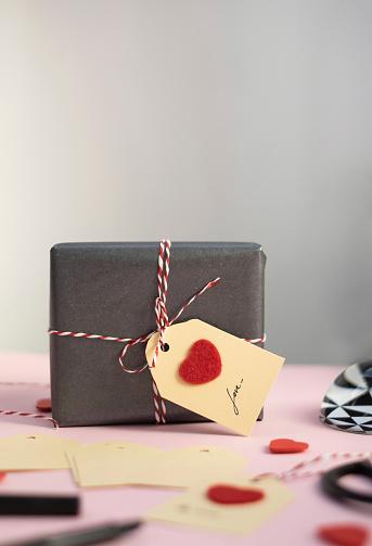 Belgium「Valentine gift with self-made tag」:スマホ壁紙(9)