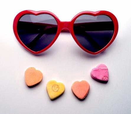 ハート「Valentine glasses and hearts」:スマホ壁紙(2)