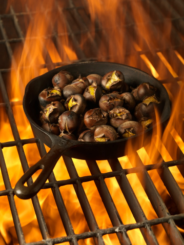chestnut「Roasting Chestnuts in a Cast Iron Pan」:スマホ壁紙(12)
