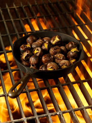 chestnut「Roasting Chestnuts in a Cast Iron Pan」:スマホ壁紙(7)