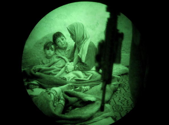 Iraq War 2003-2011「Marines Operate Under Cover Of Darkness In Ramadi」:写真・画像(16)[壁紙.com]