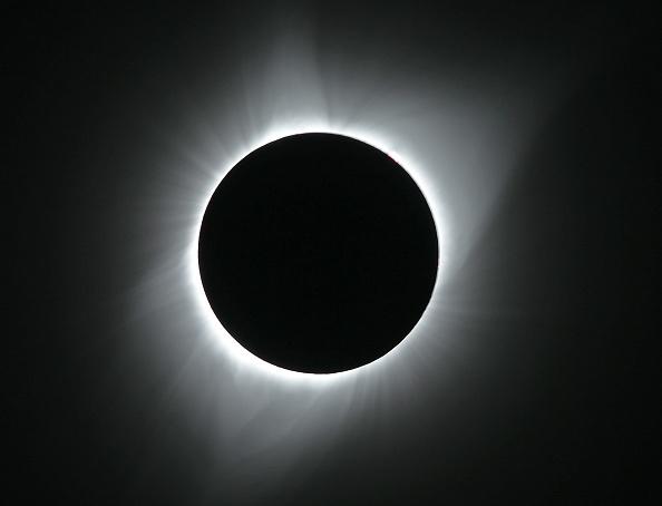 写真「Solar Eclipse Visible Across Swath Of U.S.」:写真・画像(0)[壁紙.com]