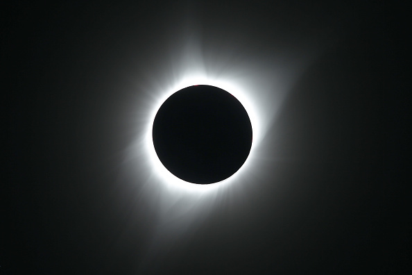 Solar Eclipse「Solar Eclipse Visible Across Swath Of U.S.」:写真・画像(2)[壁紙.com]