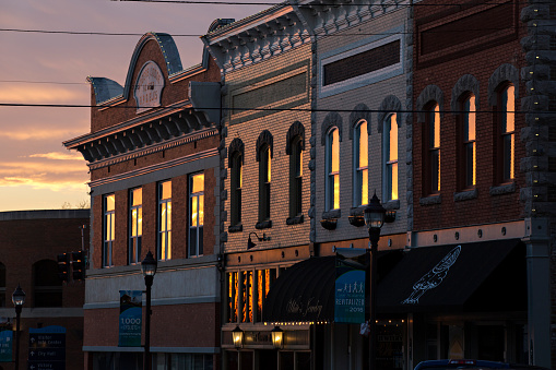 Twilight「Sunset reflects off of buildings in Rogers, Arkansas」:スマホ壁紙(2)