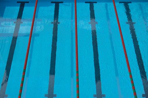 プール「Empty swimming pool with lane lines and lane markers, elevated view」:スマホ壁紙(9)