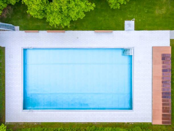 Empty swimming pool, top view:スマホ壁紙(壁紙.com)