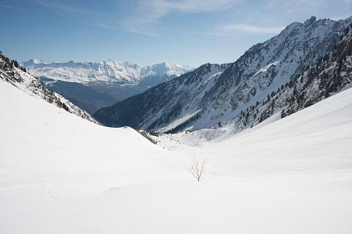 グルノーブル「Snowy mountain valley」:スマホ壁紙(0)