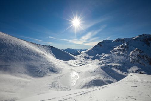 雪山「スノーイ山脈にサンバースト」:スマホ壁紙(17)