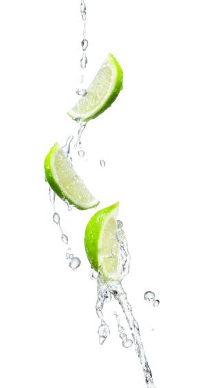 Drinking「Several limes in a water splash」:スマホ壁紙(1)