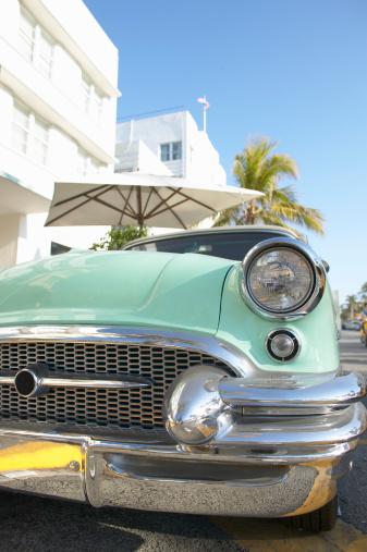 Miami Beach「Vintage car on street, close-up」:スマホ壁紙(13)