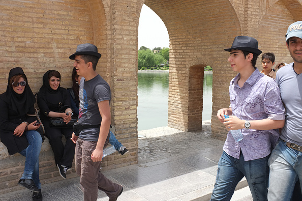 Moving Past「Youth in Isfahan」:写真・画像(12)[壁紙.com]