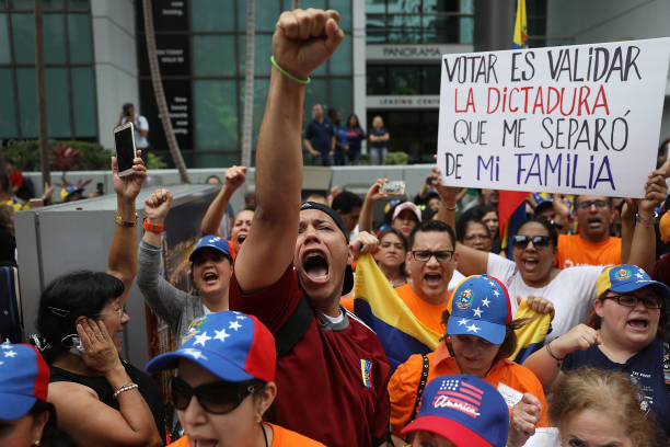 Venezuelans In Miami Protest The Country's Elections Taking Place Today:ニュース(壁紙.com)