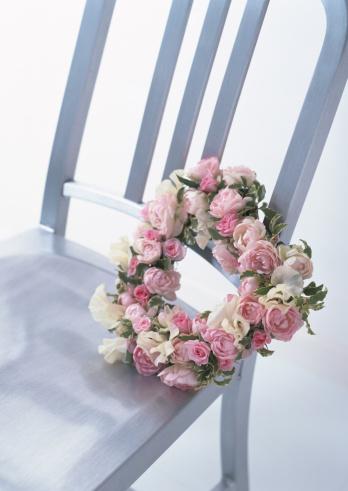薔薇「Chair and Wreath」:スマホ壁紙(13)