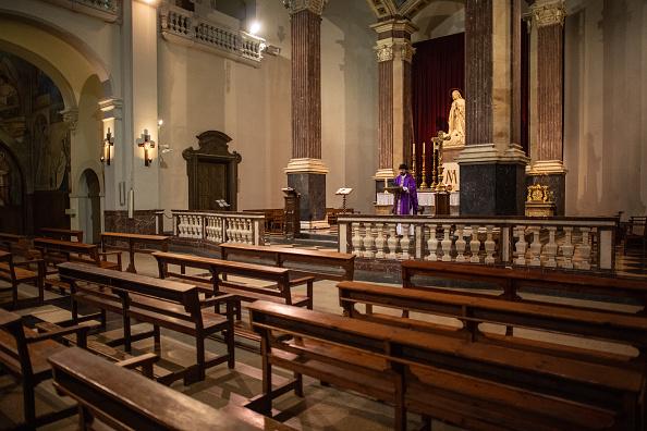 Religious Mass「A Church Celebrates An Online Mass Due To Coronavirus」:写真・画像(0)[壁紙.com]