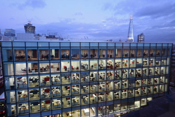 Workers In Offices At Night In London:ニュース(壁紙.com)