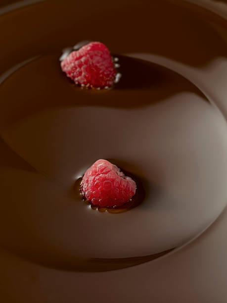 chocolate with raspberry:スマホ壁紙(壁紙.com)