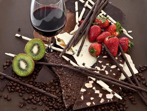 Kiwi「Chocolate, wine and fruits」:スマホ壁紙(13)