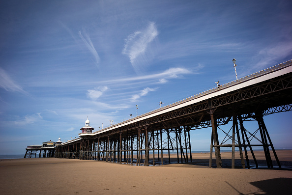 Blackpool「Holidaymakers Enjoy The Beach On Britain's Hottest Day Of 2017」:写真・画像(19)[壁紙.com]