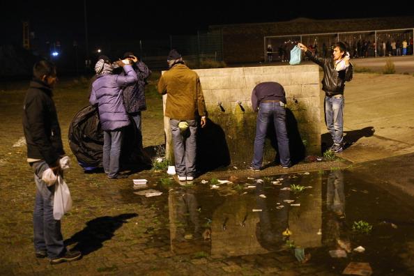Calais「Migrants Gather At Calais Border Pressure Point」:写真・画像(0)[壁紙.com]