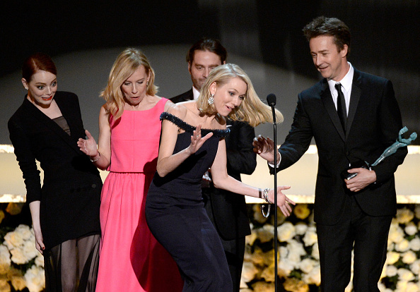 Tripping - Falling「21st Annual Screen Actors Guild Awards - Show」:写真・画像(7)[壁紙.com]