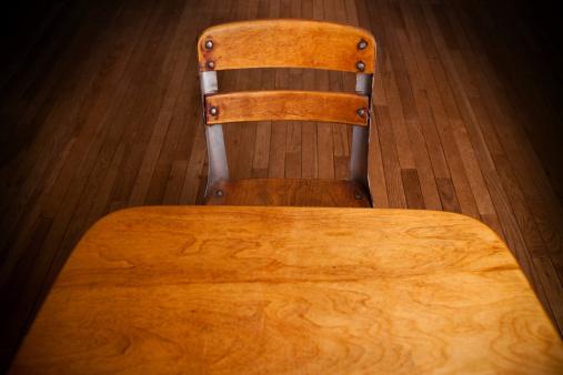 Empty Desk「Empty Old School Desk on Hardwood Floor」:スマホ壁紙(5)