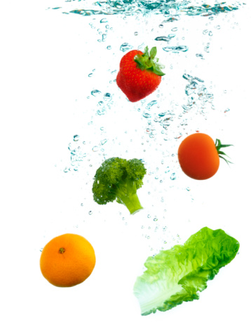 Tomato「Five fruit and veg a day in water 」:スマホ壁紙(12)
