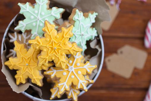 雪の結晶「Tin of snowflake cookies」:スマホ壁紙(15)