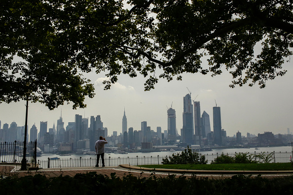 Urban Skyline「Heat Advisory Continues In New York City, As Rain Showers Expected In Evening」:写真・画像(5)[壁紙.com]