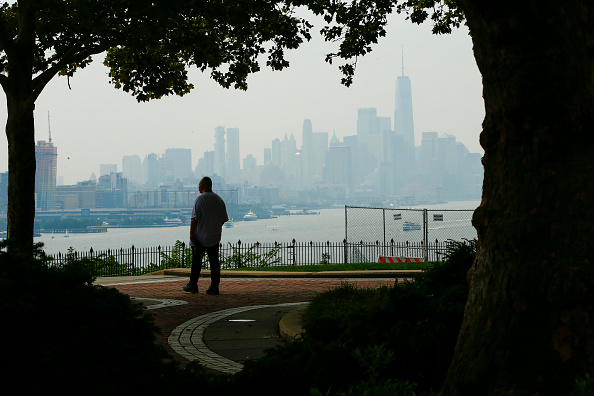 Urban Skyline「Heat Advisory Continues In New York City, As Rain Showers Expected In Evening」:写真・画像(4)[壁紙.com]