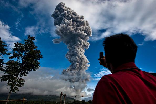 Active Volcano「Mount Sinabung Eruptions Intensify」:写真・画像(5)[壁紙.com]