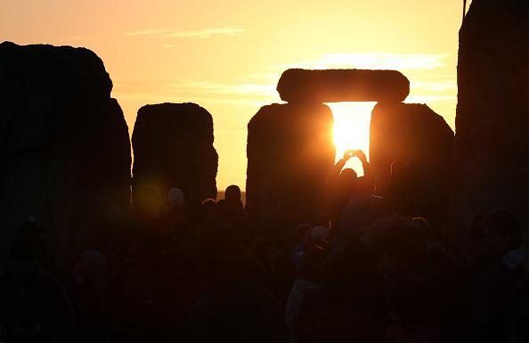 Dawn「Druids Celebrate Winter Solstice At Stonehenge」:写真・画像(7)[壁紙.com]