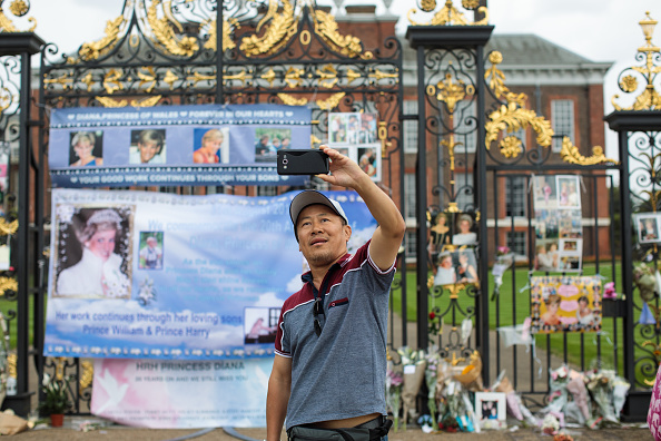 Photography Themes「Tributes Are Left At Kensington Palace In Celebration Of Princess Diana's Life」:写真・画像(0)[壁紙.com]