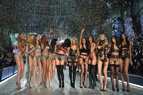 Fashion Model「2016 Victoria's Secret Fashion Show in Paris - Show」:写真・画像(14)[壁紙.com]