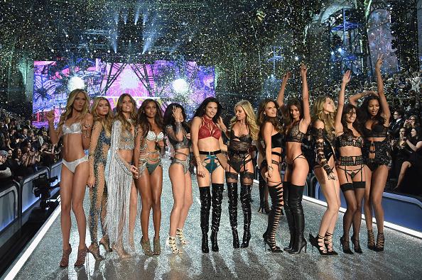 Victoria's Secret Fashion Show「2016 Victoria's Secret Fashion Show in Paris - Show」:写真・画像(11)[壁紙.com]