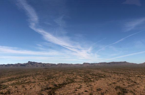 Desert Area「U.S. Conducts Aerial Patrols Of U.S.-Mexico Border」:写真・画像(1)[壁紙.com]