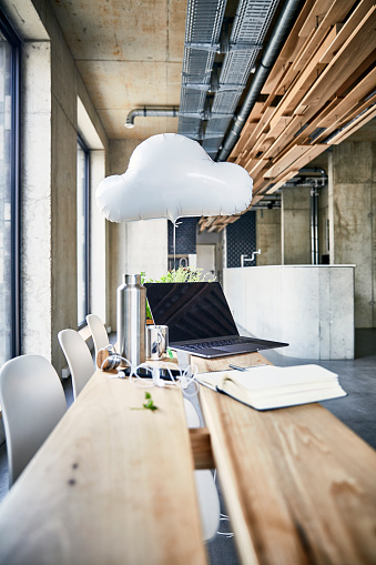 Coffee Break「Creative office with cloud balloon and laptop」:スマホ壁紙(10)