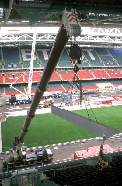 Liebherr mobile telescopiccrane lifting in precast seating beams. Cardiff Millennium Stadium, Wales, United Kingdom.:ニュース(壁紙.com)
