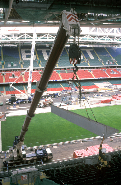 2002「Liebherr mobile telescopiccrane lifting in precast seating beams. Cardiff Millennium Stadium, Wales, United Kingdom.」:写真・画像(0)[壁紙.com]