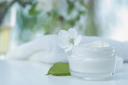 タオル「Skin cream with cherry blossom, bath towel」:スマホ壁紙(15)