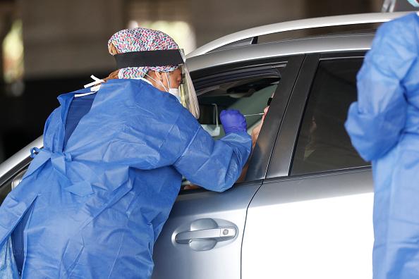 Drive Thru Medical Test「U.S. Struggles With Coronavirus Amid A Surge Of New Cases」:写真・画像(15)[壁紙.com]