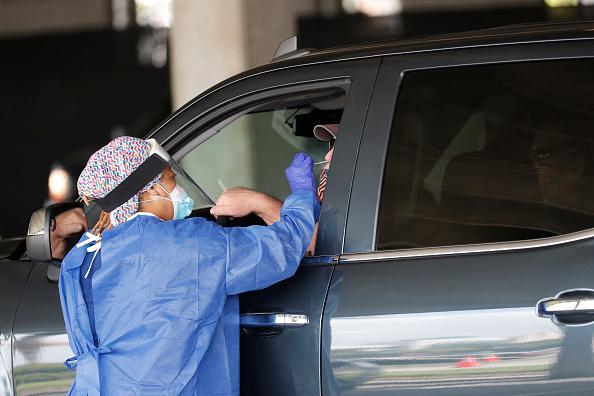 Drive Thru Medical Test「U.S. Struggles With Coronavirus Amid A Surge Of New Cases」:写真・画像(14)[壁紙.com]