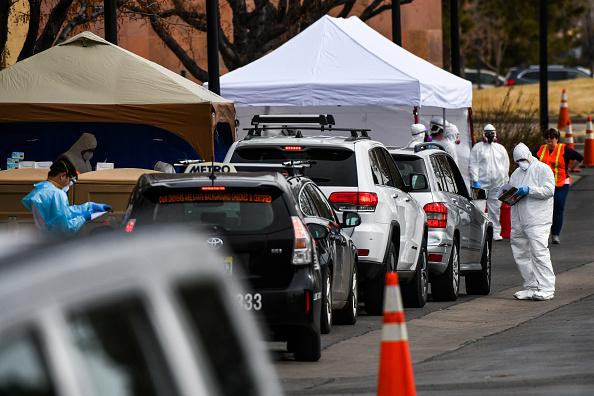 Denver「Drive-Thru Coronavirus Testing Center Opens In Denver」:写真・画像(8)[壁紙.com]