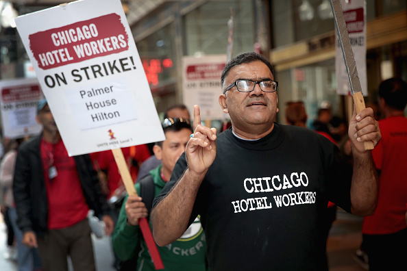Scott Olson「Workers From Over 20 Chicago Hotels Organize Strike」:写真・画像(19)[壁紙.com]